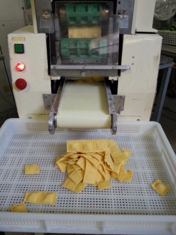 macchina per la creazione di ravioli freschi