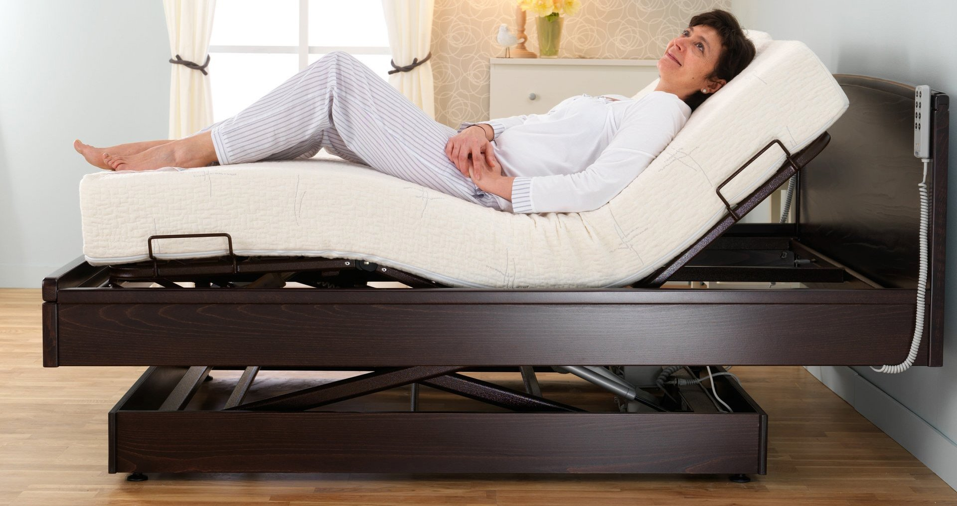 Countess twin profiling height adjustable bed