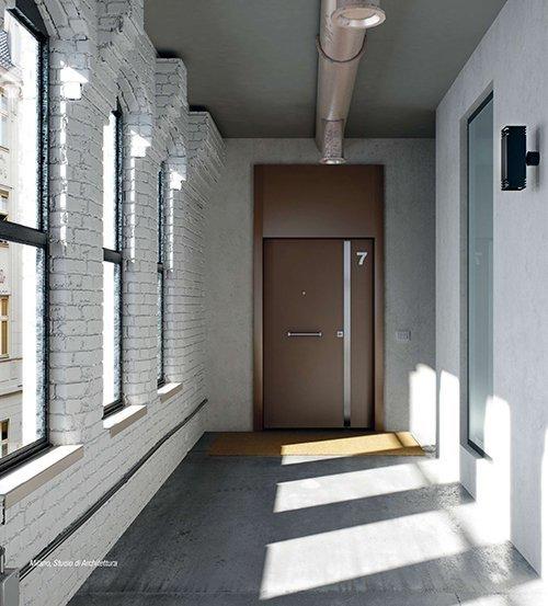 corridoio con porta blindata