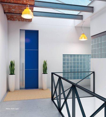 porta blindata blu e argento