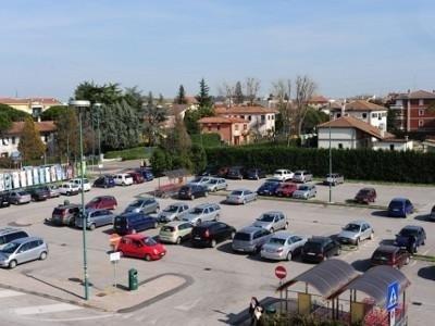 parcheggio supermercato