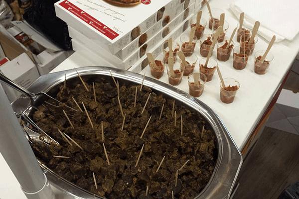 assaggi di spezzatino vegetale