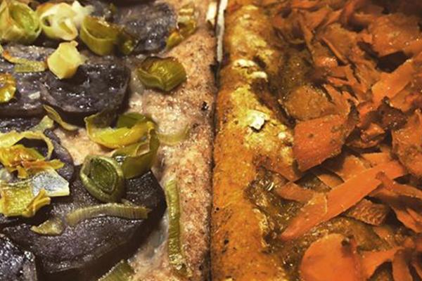 Patate viola e rondelle di porro Impasto di Curcuma e carote