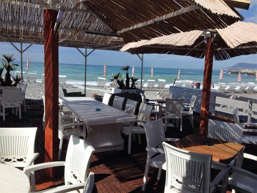 Spiaggia beach bar