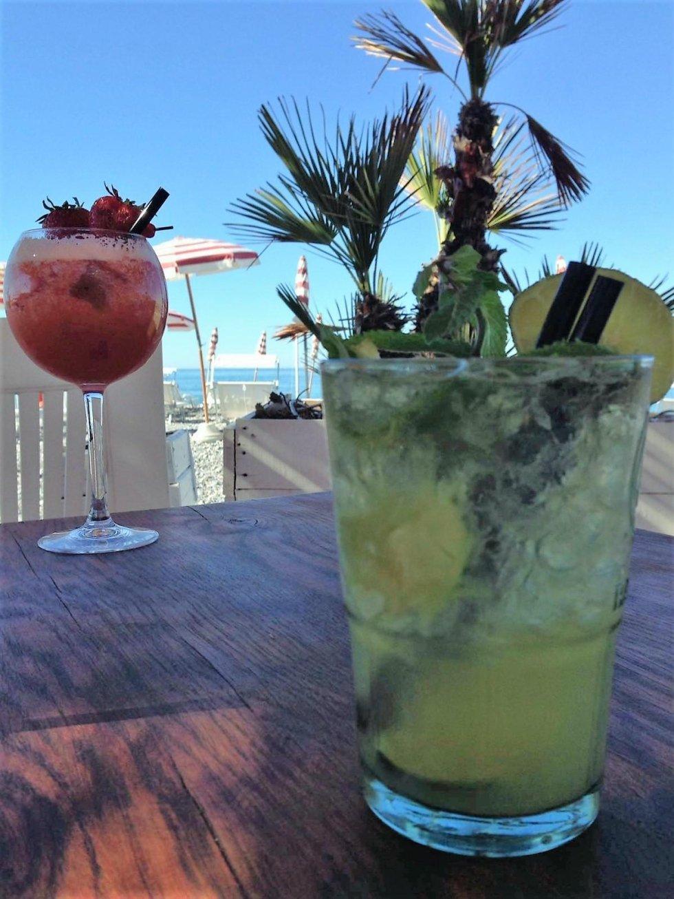 Spiaggia   cocktails al beach bar