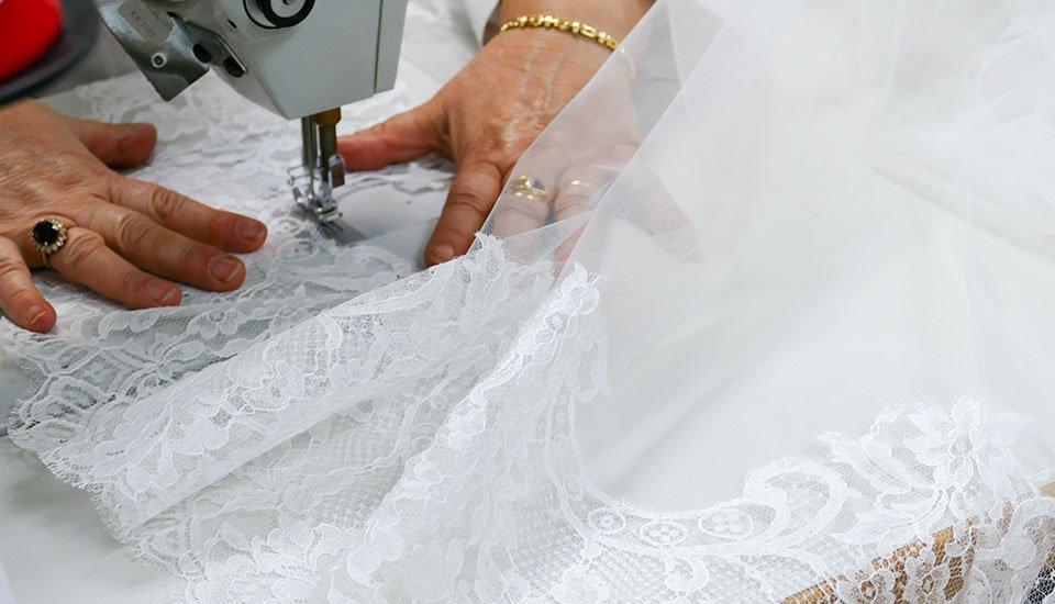 Cucito degli abiti da sposa a Putignano