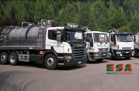 Tre camion diversi