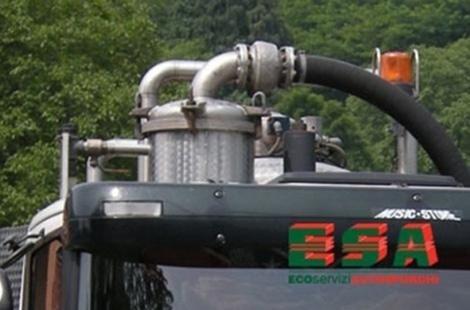 Installazione circolare sul camion da dove partono due tubi