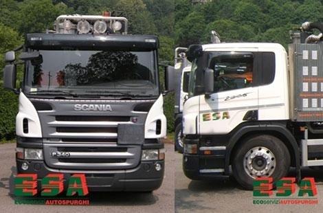 due camion, uno bianco e uno nero