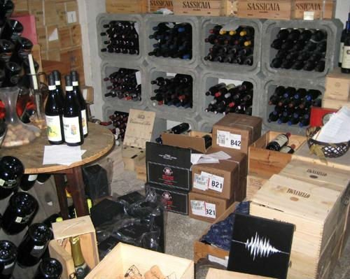 delle casse divino e dei vini esposti