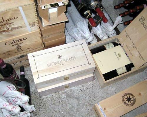 delle casse contenenti dei vini