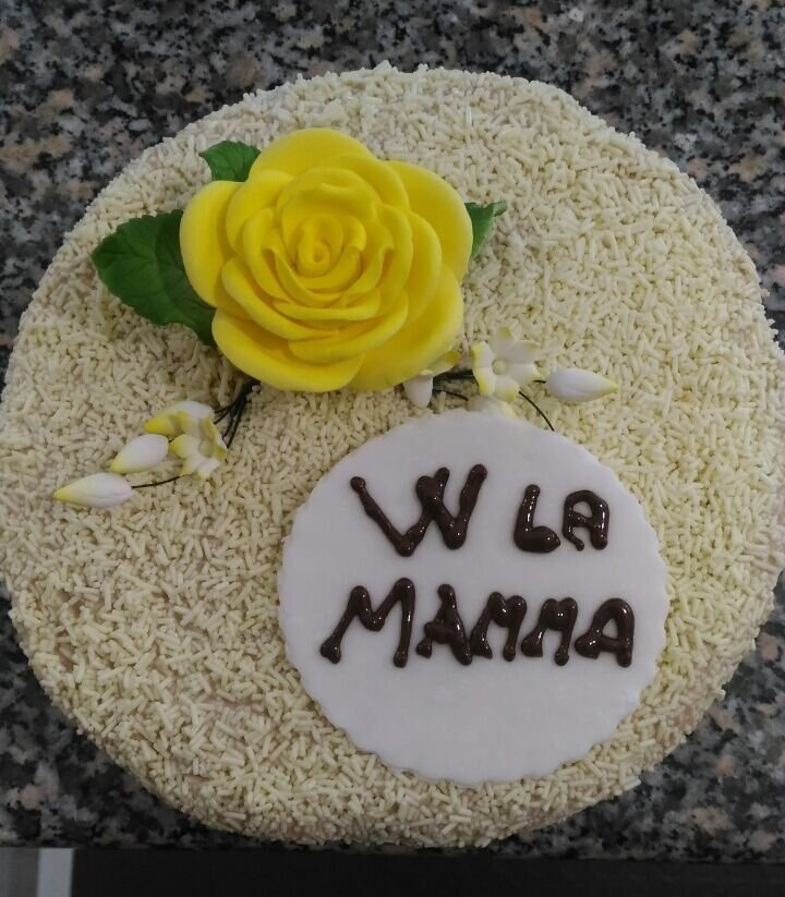 torta con scritto w la mamma