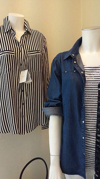 camicia a righe e giacca di jeans