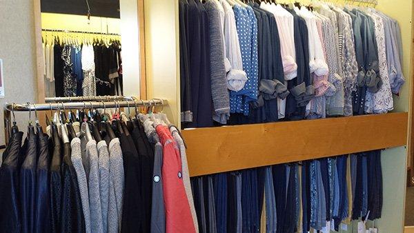 delle camicie e delle giaccia