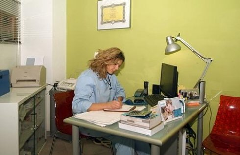 medico sta scrivendo la prescrizione