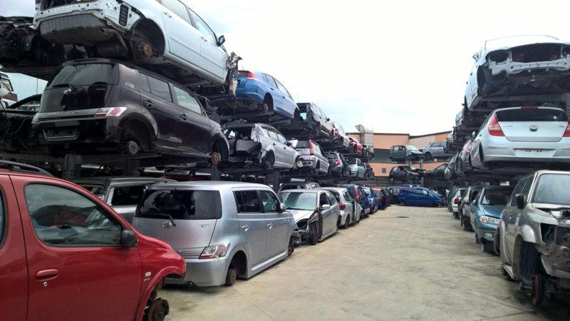 fila di macchine