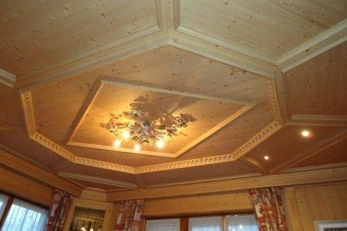 Realizzazione di soffitti in legno.