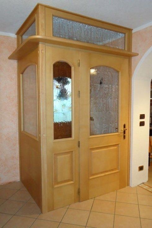 Bussola interna con vetri decorati
