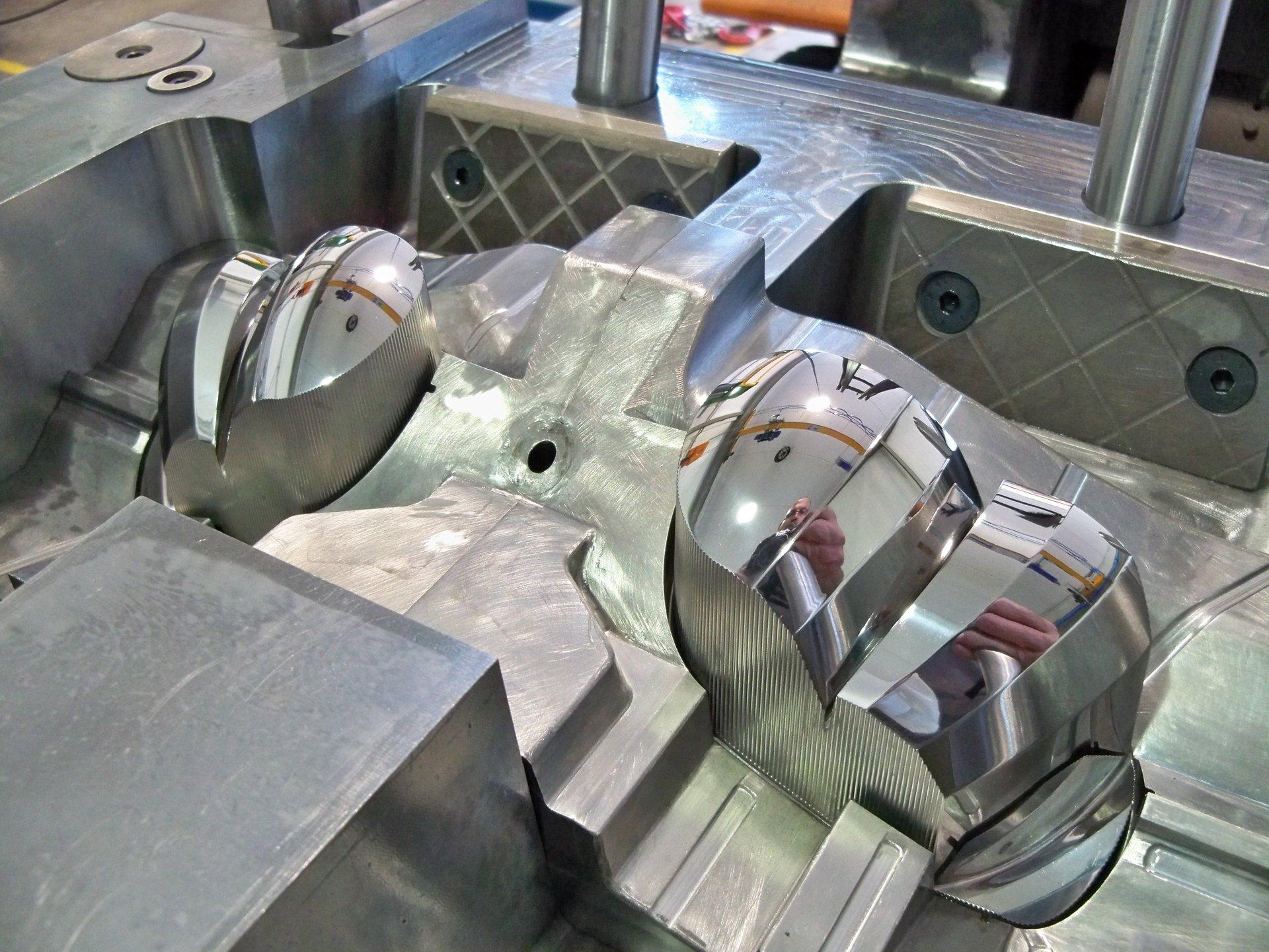 componenti automotive in metallo