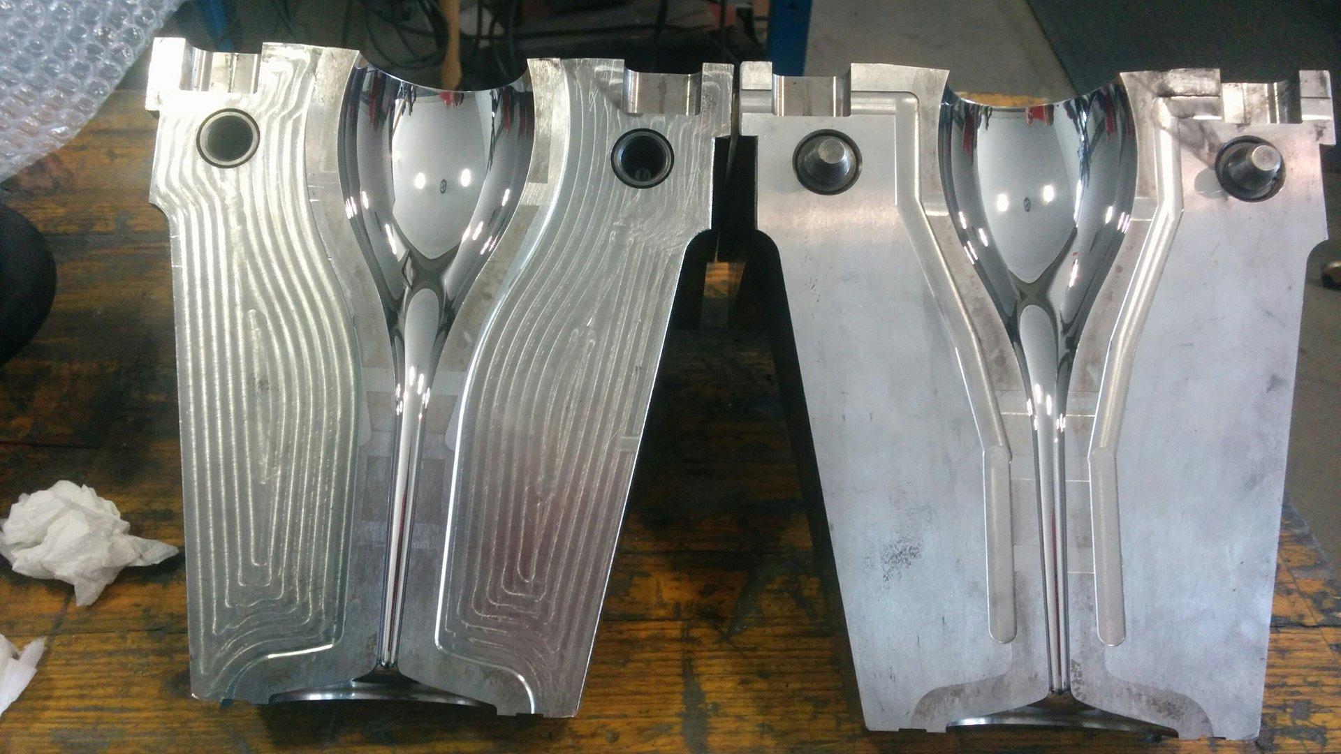 superficie metallica in lavorazione