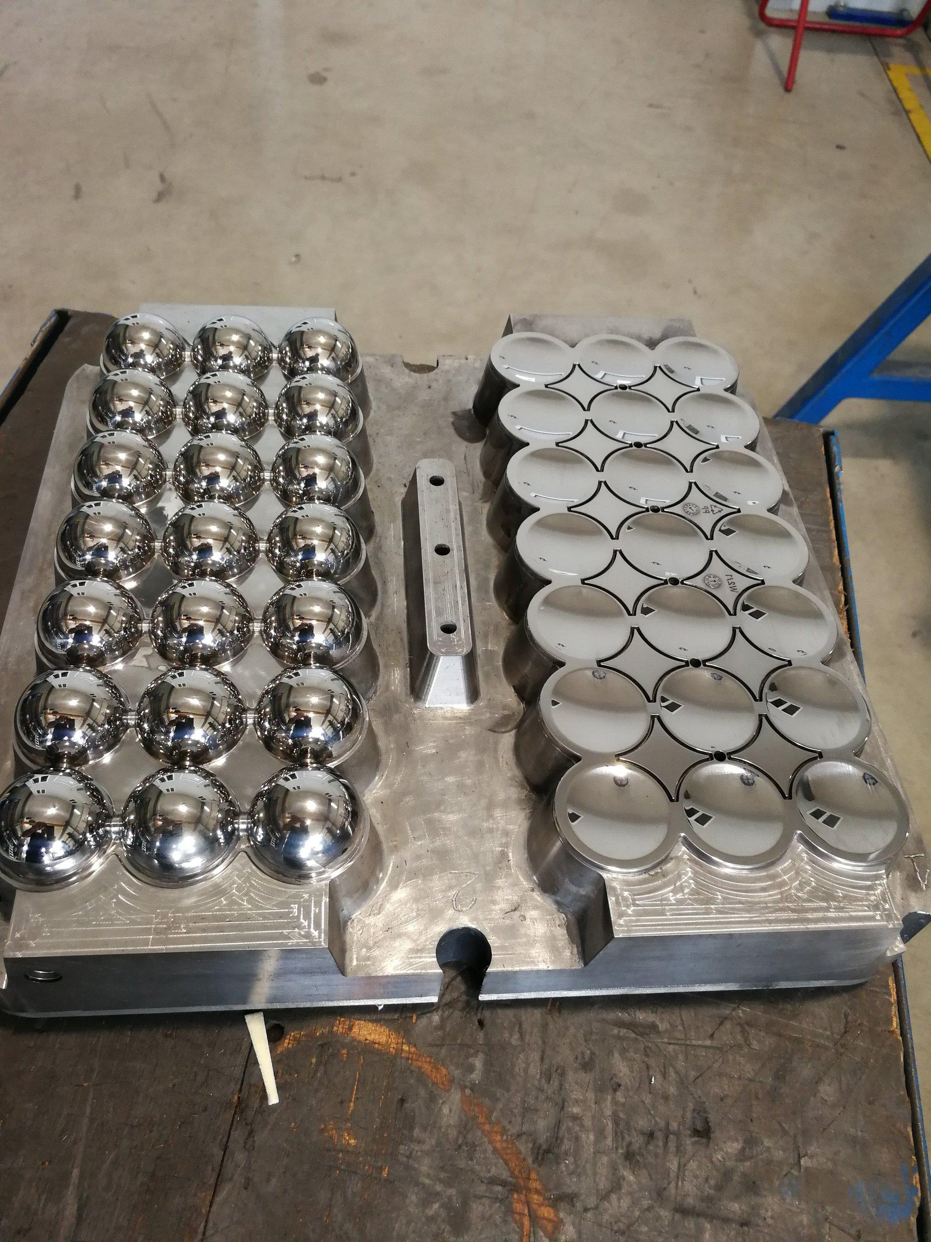 lavorazione di materiale metallico