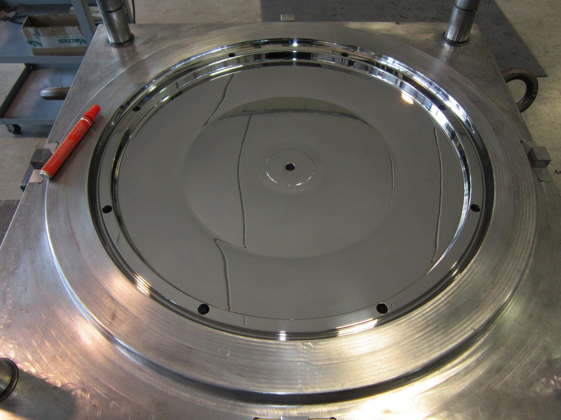 superficie metallica dopo lucidatura
