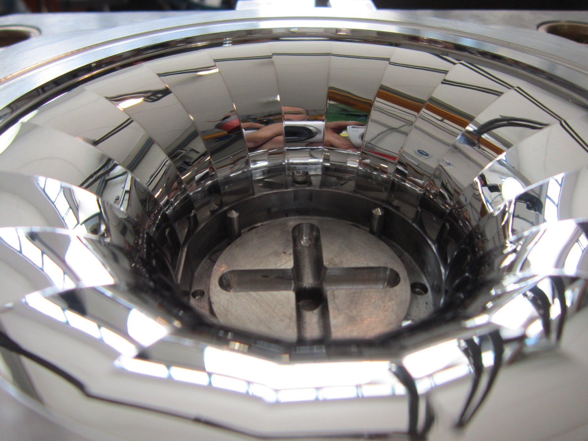 componente in acciaio dopo lappatura ottica