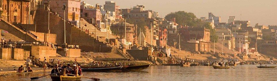 Gangesufer in Varanasi, Bootsfahrt während Indienreise