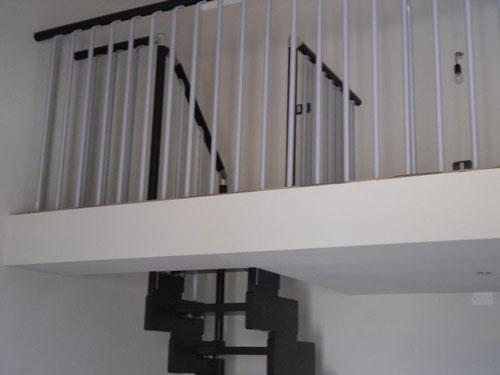 Una ringhiera per le scale interne