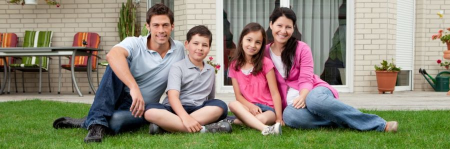 Happy family after pest extermination in Lincoln, NE