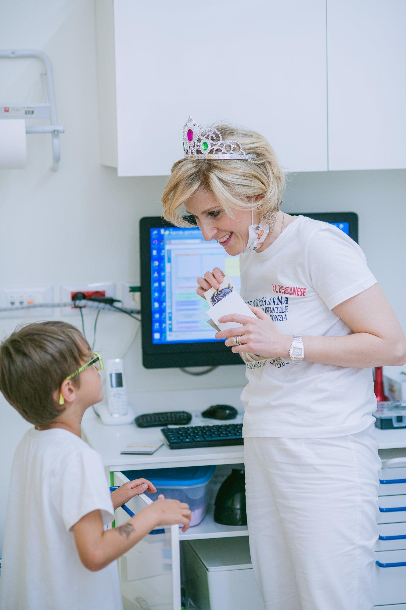 dottoressa con bambino