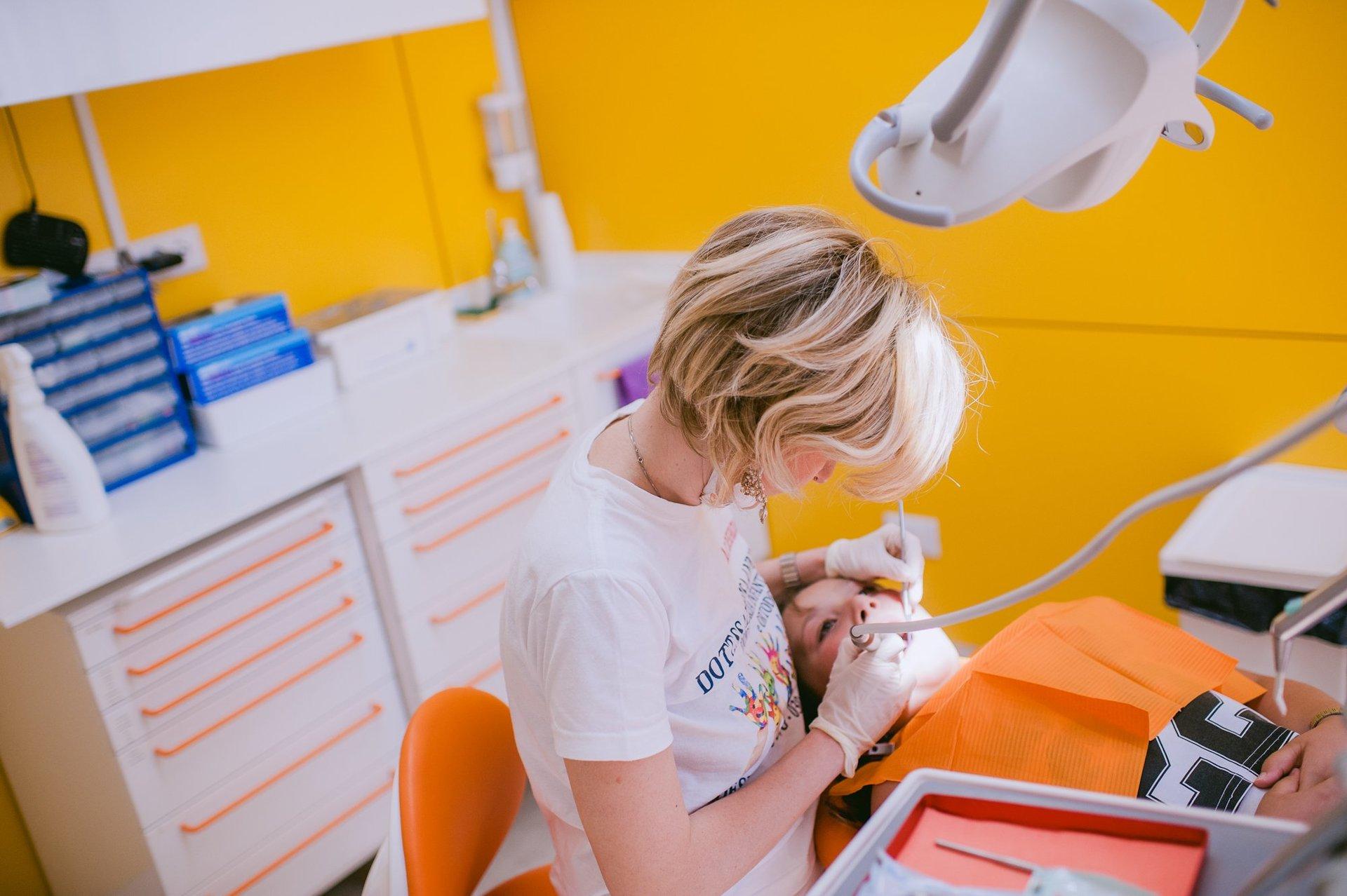 La dentista Anna di Pisa all'opera