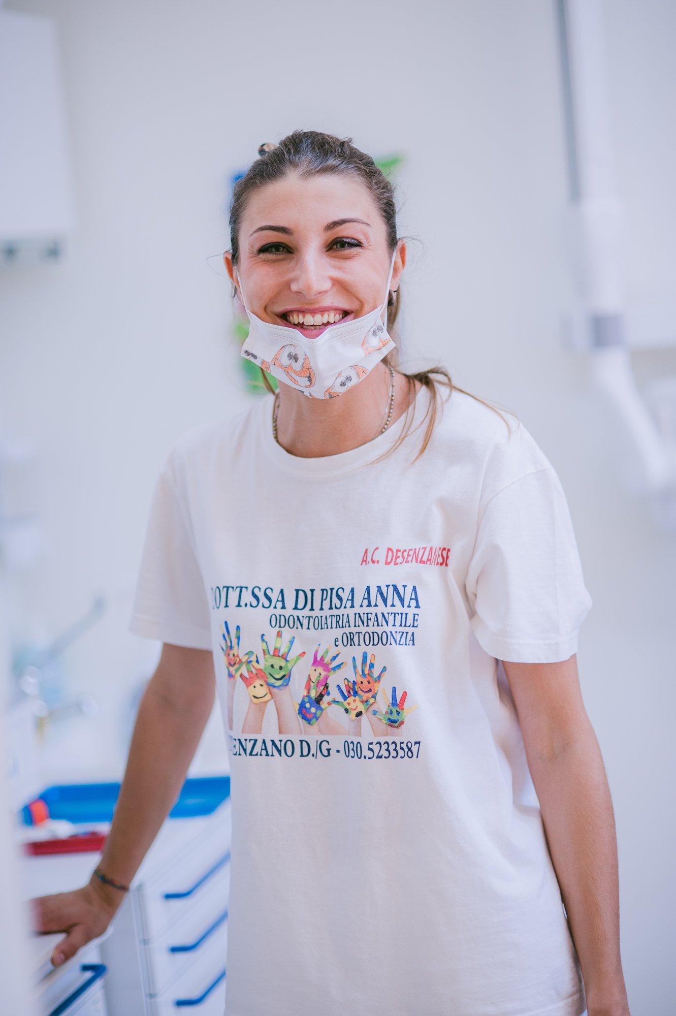 Dentista che sorride