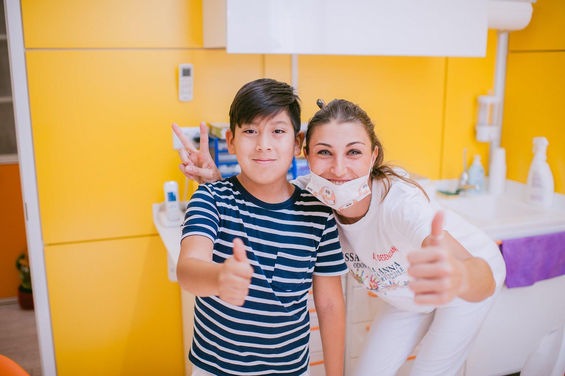 Dentista con bambino