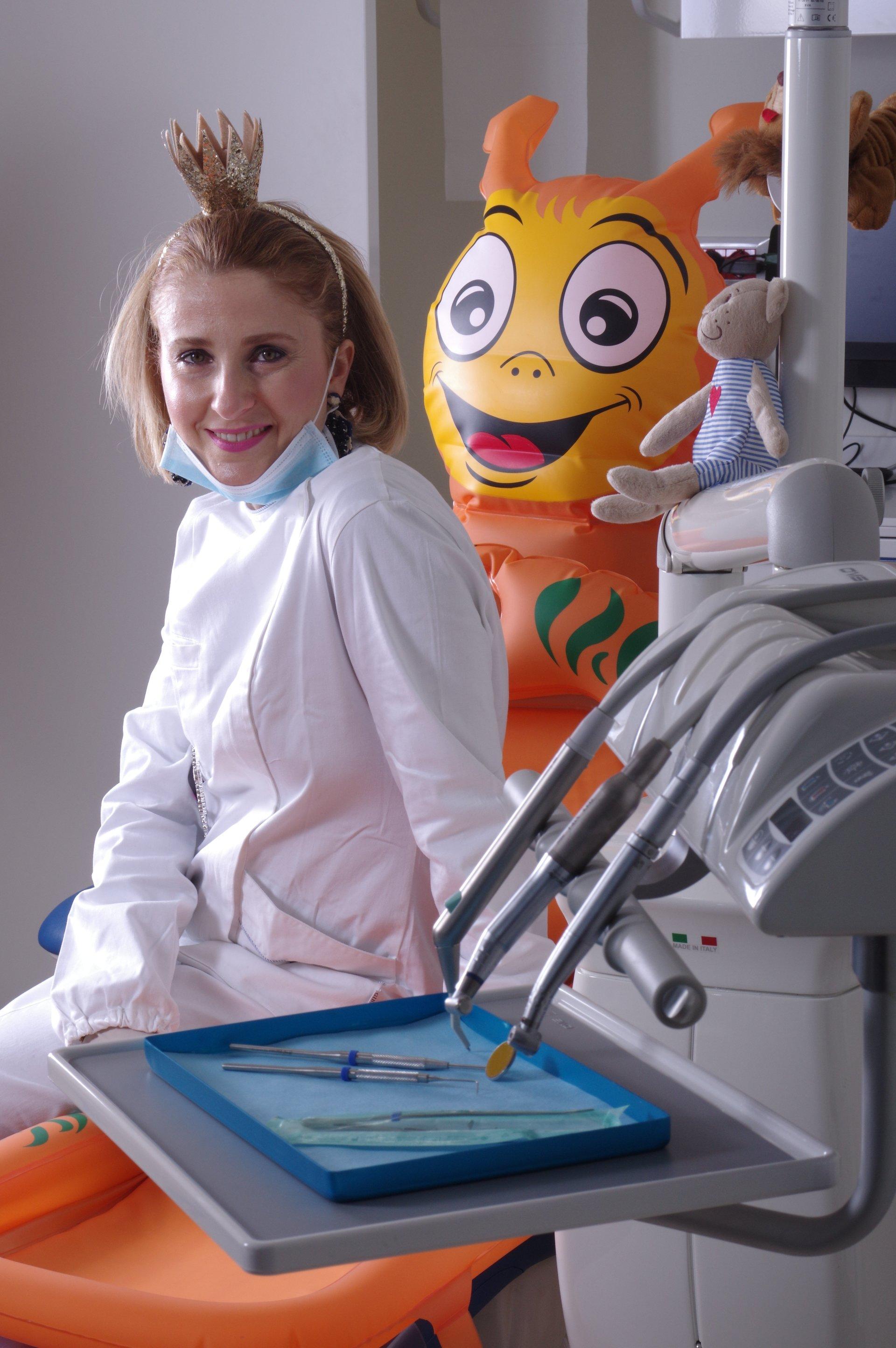 La dottoressa Anna di Pisa nel suo studio dentistico per bambini