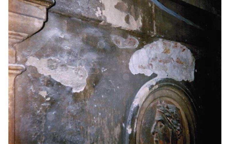 particolare della facciata est prima del restauro