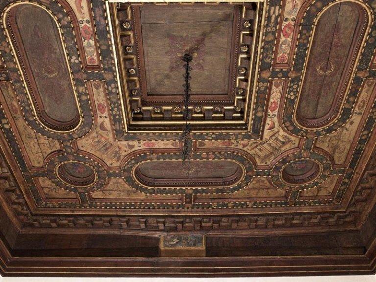 restauro legno decorato