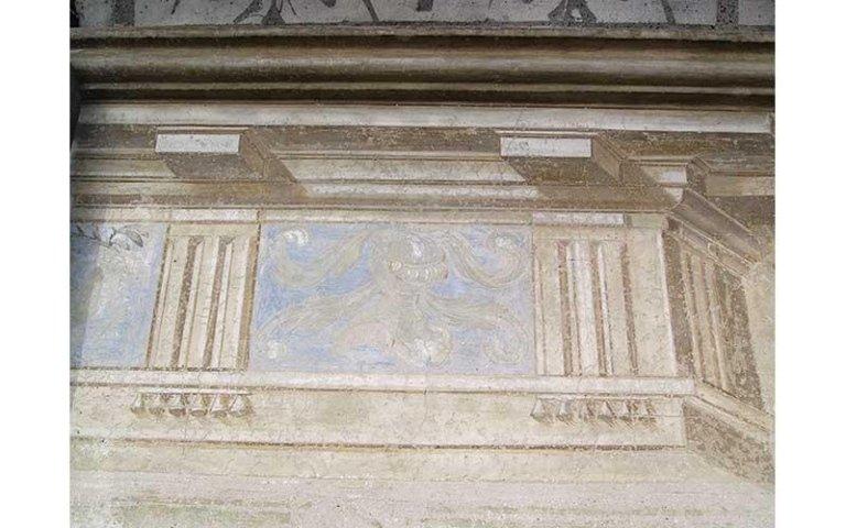 particolare decorazione pittorica restaurata