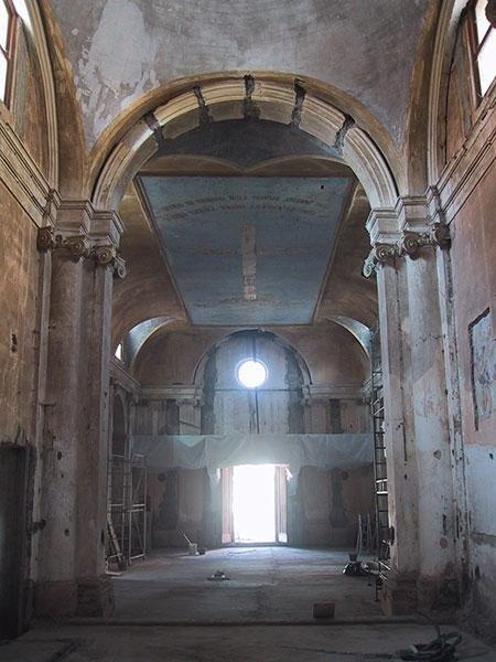 interno prima del restauro