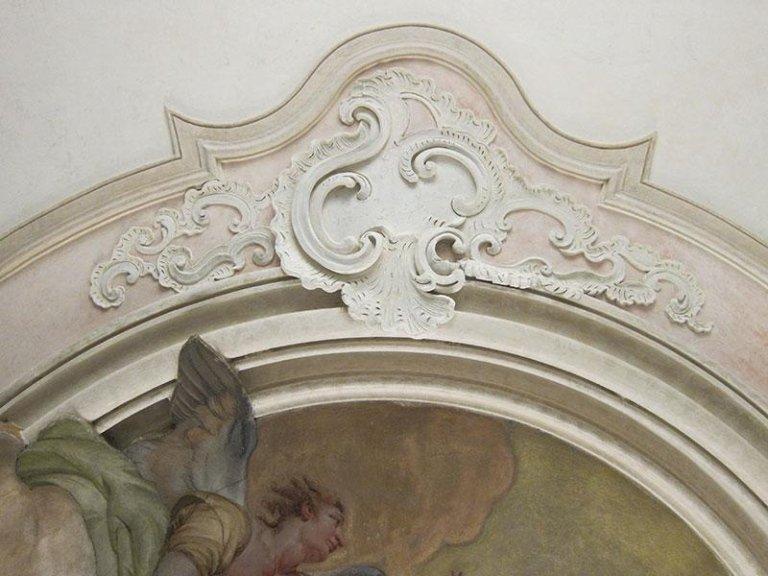 Decorazione a stucco forte restaurata