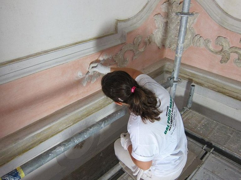 Restauro stucchi decorativi