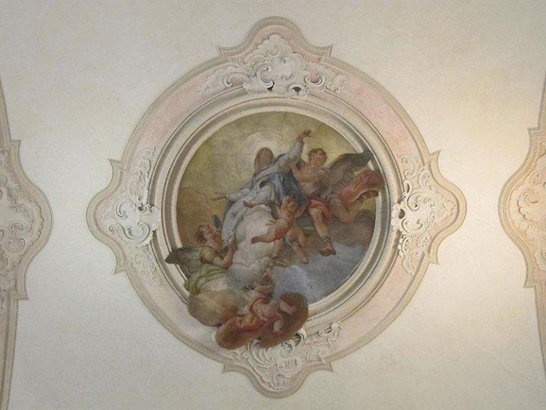 Stucchi e affresco presbiterio dopo il restauro
