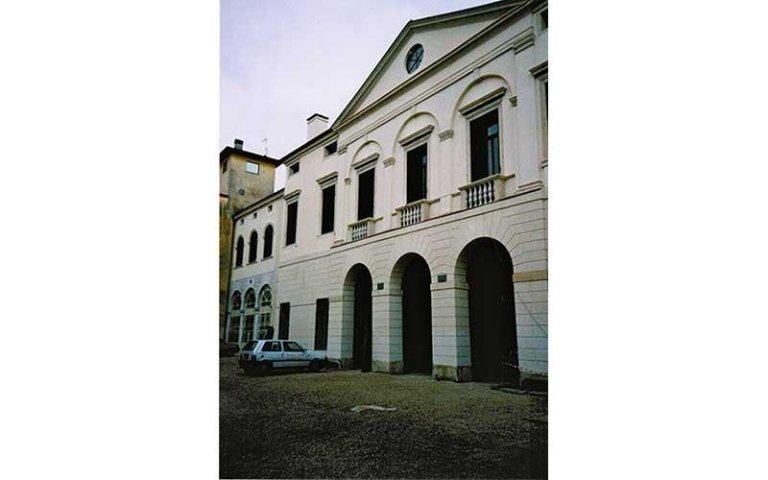 Facciata nord di Palazzo Arnaldi della Torre dopo il restauro