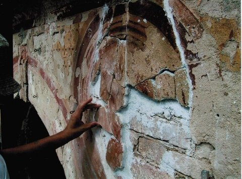 Ricollocamento e stuccatura