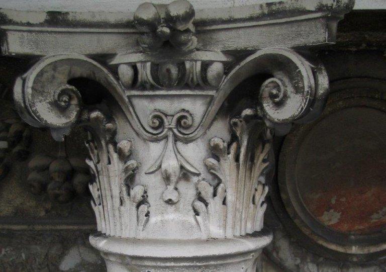 Capitello prima del restauro