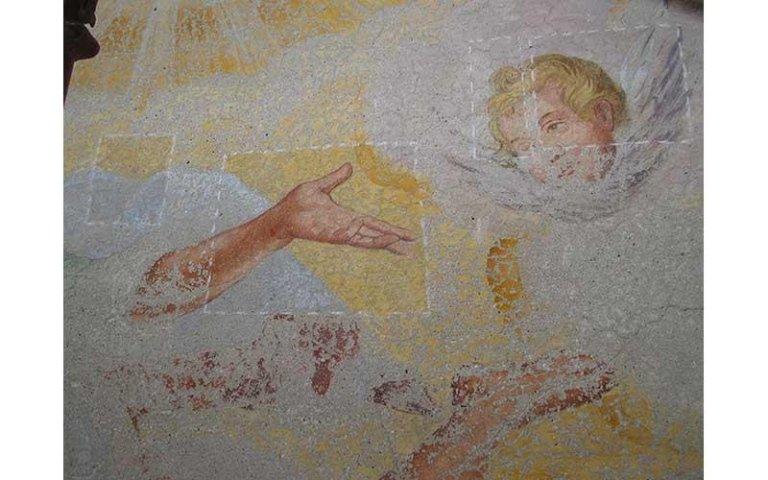 Campionature restauro affresco sul timpano