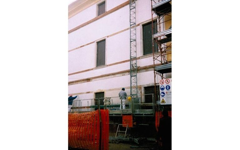 Restauro facciata est