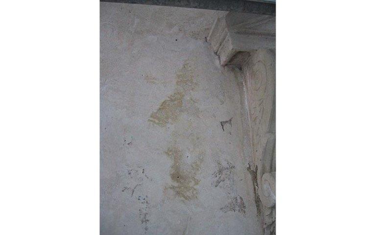particolare durante il restauro dei marmorini