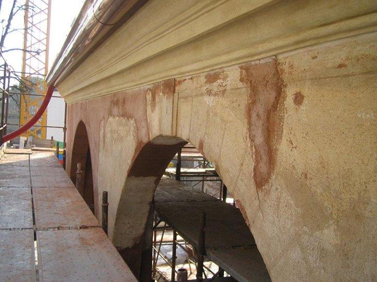 Marmorino antico in fase di restauro