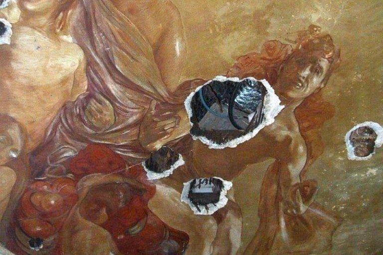 Particolare del dipinto Il trionfo di Apollo prima del restauro
